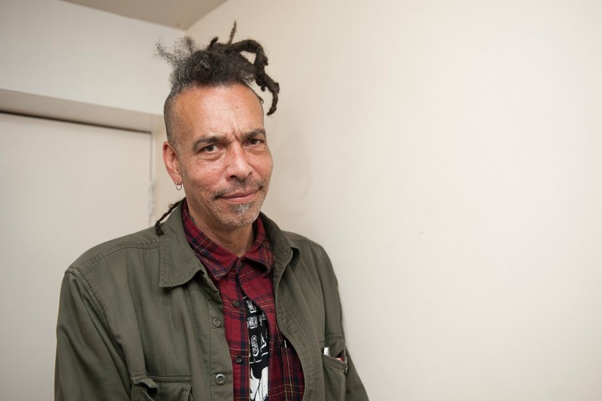 We care a lot – Chuck Mosley  & The Vanduls Ugainst Alliteracy