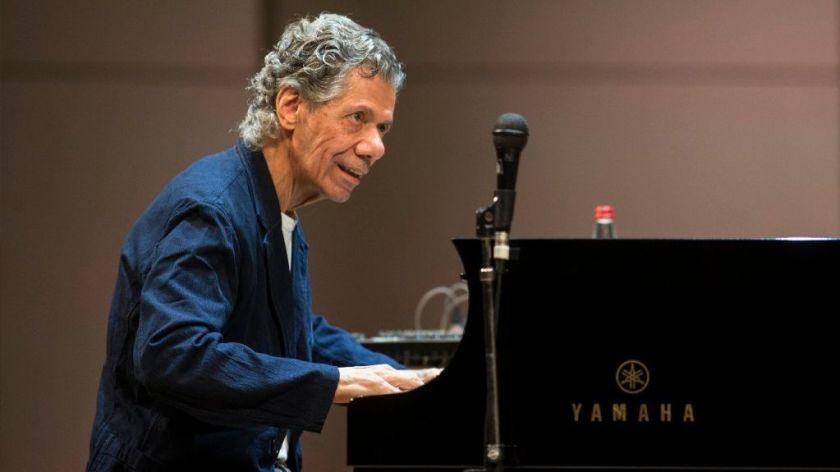 Morre Chick Corea, pianista e um visionário do jazzamericano