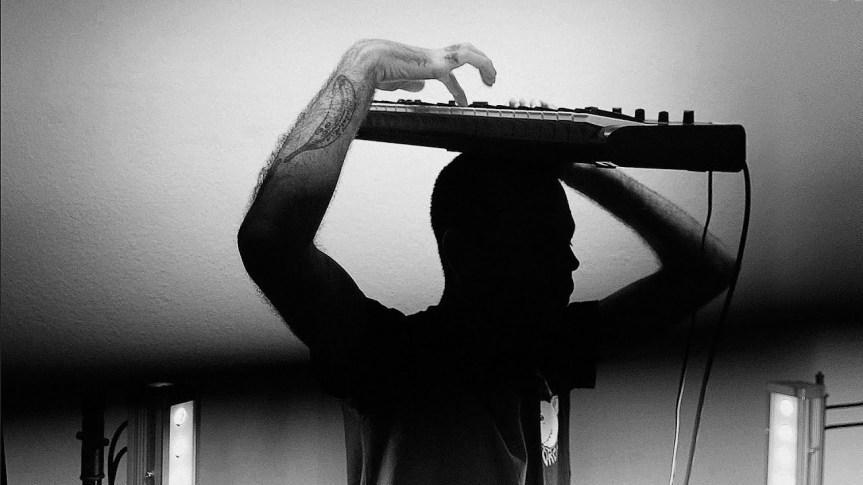 Do Joystick ao Theremin em Chamas: RETRIGGER live @ LeviatãEditora